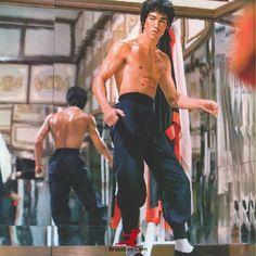 Bruce Lee — bruceleelittledragon:   Enter the Weekend! Have a...