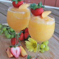 "Peach Moscato Wine Slushies ~ Make These Asap. ""This video shows you how I make one of my favorite flavors peach moscato"". Peach Moscato, Peach Wine, Moscato Wine, Peach Sangria, Refreshing Drinks, Summer Drinks, Peach Drinks, Alcoholic Drinks, Beverages"