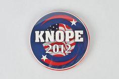 Lesley Knope grand « Knope 2012 » bouton ! Parcs et loisirs, Amy Poehler. élection du Conseil municipal de Pawnee