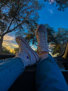 Art Hoe Aesthetic, Cream Aesthetic, Aesthetic Shoes, Brown Aesthetic, High Top Converse Outfits, High Top Sneakers, Converse Chuck Taylor High, Converse High, Unique Shoes