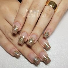 Manicure e pedicure Chic Nails, Stylish Nails, Fabulous Nails, Gorgeous Nails, Simple Nail Art Designs, Nail Designs, Gold Acrylic Nails, Pretty Nail Art, Toe Nails