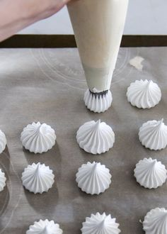 Tips for perfect meringue. With a crisp outer shell, slightly chewy center, and a subtle sweetness, baked meringue is a melt-in-your-mouth delight. French Meringue, Baked Meringue, Meringue Kisses, Meringue Cookies, Merguine Cookies, Baking Cookies, Easy Meringue Recipe, Meringue Icing, Macaroon Cookies