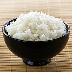 Faço sempre  arroz a mais  com medo que falte, e depois fico com  arroz a sobrar .   Nunca sei o que fazer com o arroz que ficou sobrando , normalmente esquento e vai mesmo assim, mas o marido e as crianças não gostam muito.  Dona dessa cozinha, não...