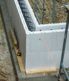 Green House: The insulated concrete form foundation was insulated with an additional 10 inches of expanded polystyrene insulation. Green Building, Building Plans, Building A House, Residential Construction, New Home Construction, Icf Home, Eco Deco, Polystyrene Insulation, Piscine Diy