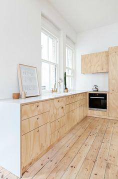 Een plywood of underlayment muur kanje interieur extra warmte en sfeer geven. Hout is een warm product dat goed past..