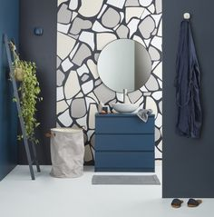 Using a magnificent stone accent wall in a contemporary bathroom builds textural and visual contrast, and gives the room a supurb focal point. Image from Resene – Places & Graces