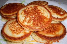 Johnny Cakes or Hoe Cakes are a true Southern delicacy! This Johnny Cake recipe (also known as a fried cornbread) is so easy and perfect for breakfast or anytime of day. A classic southern recipe, cornmeal Fried Cornbread, Cornbread Cake, Buttermilk Cornbread, Jiffy Cornbread, Hoecake Recipe, Johnny Cakes Recipe, Hoe Cakes, Deep South Dish