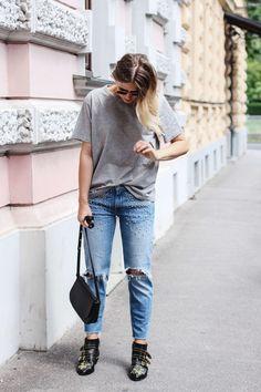 tifmys – Shirt: H&M   Jeans: Zara   Boots: Chloé Susanna   Bag: Mansur Gavriel Crossbody   Sunnies: Ray Ban