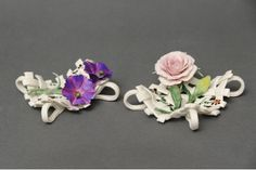 Cute Favor Raft style in Capodimonte porcelain finely decorated with roses or bell-flower composition placed on a base of stems entirely handmade by the artist. When purchasing, please indicate in the text field located at the bottom of the order page, which products you are interested in (right or left). Dimensions cm.9x9x4