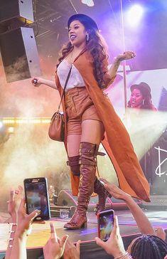 Keyshia Cole Joins Trey Songz on Drai's Beachclub Nightclub LIVE Stage atop The Cromwell in Las Vegas (Photo courtesy of Brandon Pearson / Tony Tran Photography).