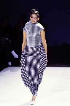 Comme des Garçons Spring 1997 Ready-to-Wear Collection - Vogue Punk Fashion, Fashion Models, Fashion Brands, High Fashion, Fashion Show, Fashion Outfits, Fashion Design, Ladies Fashion, Casual Outfits