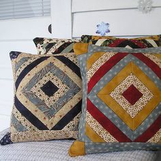 Best Picture For patchwork quilting art For Your Taste You are looking for something, and it is going to tell you exactly what you are looking for, and you didn't find that picture. Here you will find Sewing Throw Pillows, Diy Pillows, Patchwork Cushion, Quilted Pillow, Patchwork Quilting, Quilt Block Patterns, Quilt Blocks, Painted Barn Quilts, Pillow Embroidery