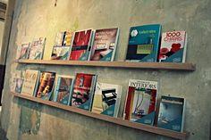 Bücherleiste aus Eichenholz / modern wooden bookshelf, hipster living by Stattfein bei DaWanda