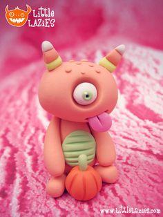 Random HALLOWEIRDO Little Lazy by LittleLazies on Etsy Sculpey Clay, Cute Polymer Clay, Polymer Clay Charms, Polymer Clay Creations, Ceramic Monsters, Clay Monsters, Clay Art Projects, Clay Crafts, Monster Wreath