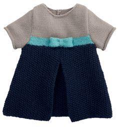 Modèle robé bébé manches courtes - Modèles Layette - Phildar Toddler Fashion, Toddler Outfits, Kids Outfits, Kids Fashion, Knitting For Kids, Baby Knitting Patterns, Baby Patterns, Knit Baby Sweaters, Girls Sweaters