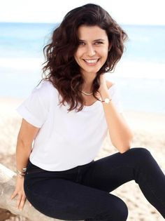 Picture of Beren Saat Turkish Fashion, Turkish Beauty, Iranian Beauty, Ankara, Turkish Pop, Beauty Around The World, Actrices Hollywood, Cinema, Turkish Actors