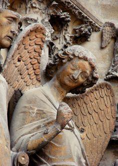 L'ange au sourire - XIIIe siècle