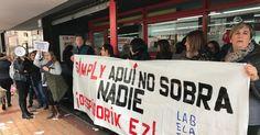 Trabajadoras de los supermercados Simply protestan por despidos y apertura en festivos