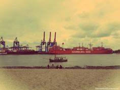 Hafenkräne am #Hamburger Elbstrand