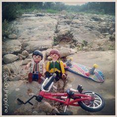 Found everywhere.... #playmobil #playmo #Playmobil #clicksdefamobil #bikes #naturaleza #mountain #playmobilmania #playmobillovers #miniatures #toyart #toytraveler #toys #green #landscape #nature #pet #dogs #animals #naturegram #mountainbike #wheels #fun #photooftheday #Skateboarding #skate