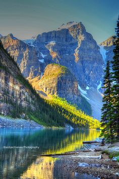 Moraine Lake, Alberta Canada--WoW. I would to see all of Canada--as well as all of my own good 'ol USA:) Gorgeous.