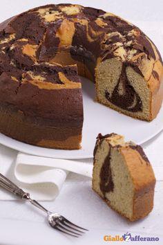 La CIAMBELLA MARMORIZZATA (marble bundt cake) è un dolce semplice, ma dall'effetto alquanto scenografico! #ricetta #GialloZafferano #italianfood #italianrecipe