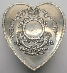 Howard and Co Art Nouvea Silver Sweet Heart Box.Thats true love! Heart In Nature, Heart Art, I Love Heart, My Heart, Vintage Silver, Antique Silver, Silver Garland, Love Symbols, Sacred Heart