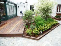 The arrangement of terrace with a wood floor – Archzine. Small Backyard, Backyard Projects, Pallet Projects Diy Garden, Patio Design, Garden Deco, Deck Design, Garden Design, Cottage Garden, Gardening Design Diy