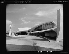 Trans World Airlines Terminal, John F. Kennedy (originally Idlewild) Airport, New York, New York, 1956-62. Exterior -- architect, Eero Saarinen. photo by Balthazar Korab
