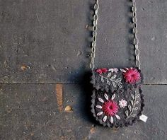 felt necklace - photo; cute embroidery