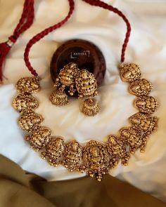 Gold Temple Jewellery, Fancy Jewellery, Gold Jewellery Design, Gold Jewelry, Jewelery, Jewelry Design Earrings, Gold Earrings Designs, Necklace Designs, Antique Jewellery Designs