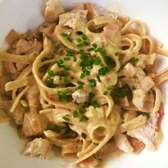 This healthy recipe proves that Creamy Carbonara Pasta doesn't need to be off the menu when you are trying to lose weight. Thermomix Recipes Healthy, Healthy Mummy Recipes, Clean Recipes, Healthy Food, Cooking Recipes, Pre Made Meals, Beef Recipes For Dinner, Bliss Balls, Tasty Bites