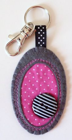 fabric PEBBLE key ring by paperandstring on Etsy, Denim Crafts, Felt Crafts, Fabric Crafts, Cute Sewing Projects, Sewing Crafts, Key Fobs, Key Chain, Diy Buttons, Diy Keychain