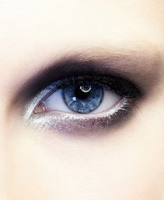 Smoky autumn eye - highlight the inner corner of your eyes to help make the look really pop. #makeup #beauty