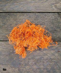 A termések nagyon jó kiegészítője lehet ez a narancs színű kócos moha.