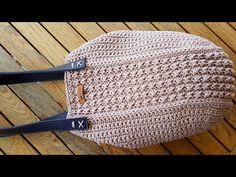 Crochet Handbags, Crochet Purses, Crochet Bag Tutorials, Crochet Projects, Knitting Charts, Hand Knitting, Crochet Shoes, Knit Crochet, Crochet Stitches