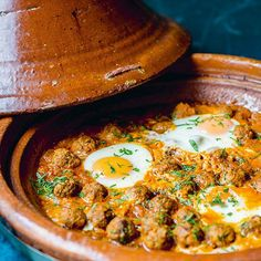 Shakshuka met gehaktballetjes uit de tajine - recept - okoko recepten Asian Recipes, Beef Recipes, Healthy Recipes, Tagine, Morrocan Food, Bulgur Salad, Vegan Junk Food, Egyptian Food, Kitchens
