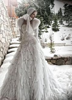 Everyone imagines of a conventional June wedding, but winter weddings can also be amazingly romantic. Classic dresses make for a good pick of a winter wedding dress. Brief dresses adorned with posi… Vestidos Color Blanco, Dress Dior, Bridal Gowns, Wedding Gowns, Bouquet Wedding, Bridal Headpieces, Wedding Flowers, Amazing Wedding Dress, Weird Wedding Dress