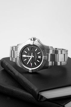 Back in the days of the Wild West, these cowboys knew what they had to rely on: their Colt. And today that hasn't really changed, because if you're looking for a reliable companion, you should put your trust in a Breitling Colt Automaic (Ref. A17388101B1A1), whether you're in big city deserts or real deserts. Breitling Colt Automatic, Breitling Watches, Wild West, Cowboys, Trust, Deserts, Steel, Luxury, City