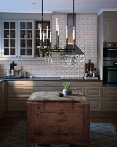 Green Kitchen, Kitchen Dining, Interior Design Kitchen, Interior Decorating, Kitchen Stories, House Rooms, Interior Design Inspiration, Country Kitchen, Home Kitchens