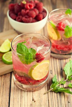 Try a fresh twist on an old classic with this raspberry mojito recipe! Fast, easy, fresh, and fun, this drink is perfect for parties or small gatherings!