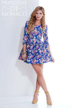 Синее платье ручной работы с ярким цветочным принтом