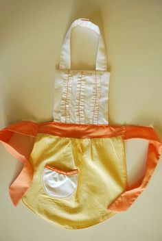 Itty Bitty Ruffle Apron+felt food=perfect gift for little girl