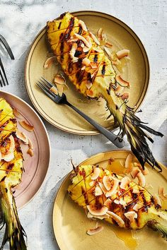 Looking for a refreshing snack? Try this grilled pineapple with coconut. #healthysnacks #fruit #health