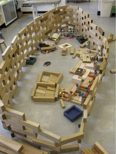 A wonder of balance and precision {from Blocks Program Construction Area Ideas, Construction Theme Preschool, Block Center Preschool, Montessori, Reggio Inspired Classrooms, Country School, Block Play, Learning Centers, Kids Learning