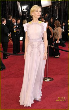 A lot of people didn't like this Givenchy number Cate Blanchett chose for the 2011 Academy Awards. We however think it's elegant, original & very Cate. Plus the hair and make up is beyond!