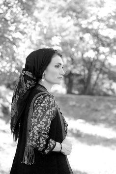 Κόνιτσα αρχες 20_ου αιωνα Ancient Greek Costumes, Greek Traditional Dress, Greeks, Folk Costume, Beautiful Outfits, Europe, Embroidery, Clothing, Inspiration