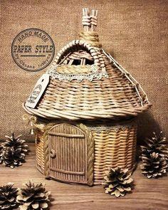paper wicker inspirations and patterns Paper Basket Weaving, Willow Weaving, Weaving Art, Newspaper Basket, Newspaper Crafts, Old Newspaper, Diy Crafts For Adults, Diy And Crafts, Recycled Paper Crafts