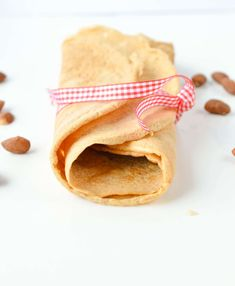 Almond Flour Crepes contains only g net carbs per crepes. Easy 4 ingredients recipes with eggs, almond flour, coconut oil and cinnamon. Gluten free and sugar free. Dairy Free Recipes, Low Carb Recipes, Whole Food Recipes, Cooking Recipes, Healthy Recipes, Almond Flour Crepe Recipe, Almond Flour Recipes, Almond Meal, Foods With Gluten