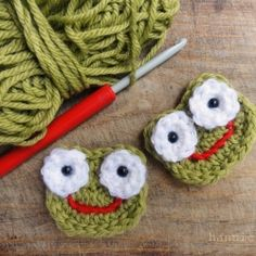 This frog applique is an easy and cute way to use up your leftover yarns.
